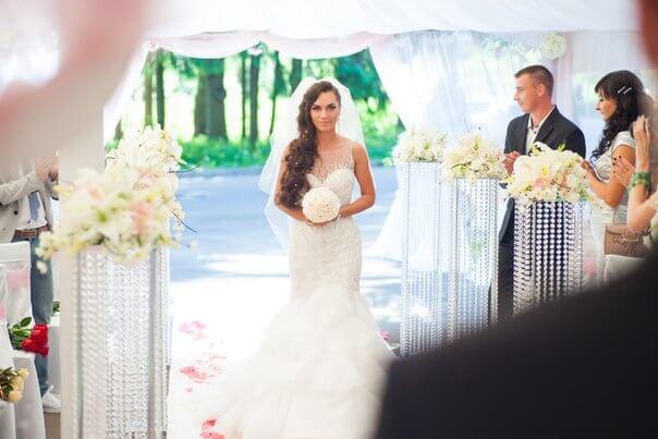 в шатре свадьба бело-розовая в стиле сваровски выездная регистрация декор банкета свадебное агентство ЛавМи Могилев печерское предместье