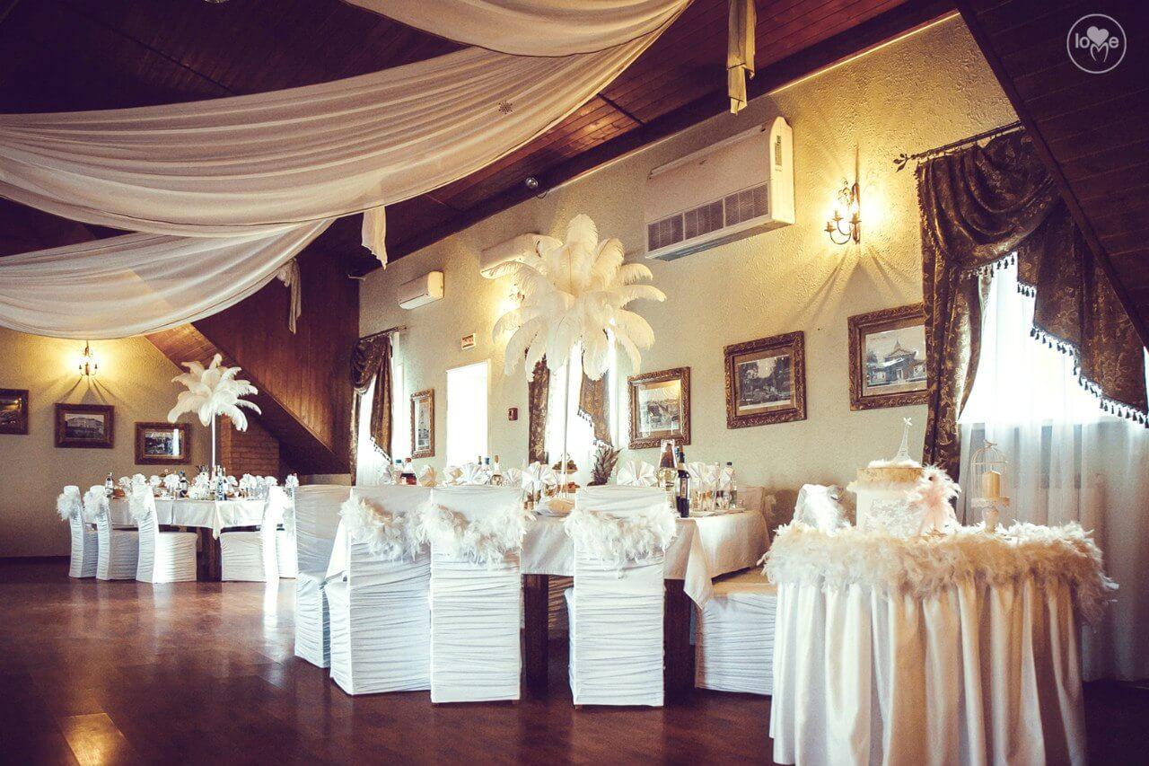 столы гостей Французская парижская белая свадьба париж декор банкетного зала ресторана украшение организация свадьбы свадебное агентство ЛавМи Могилев