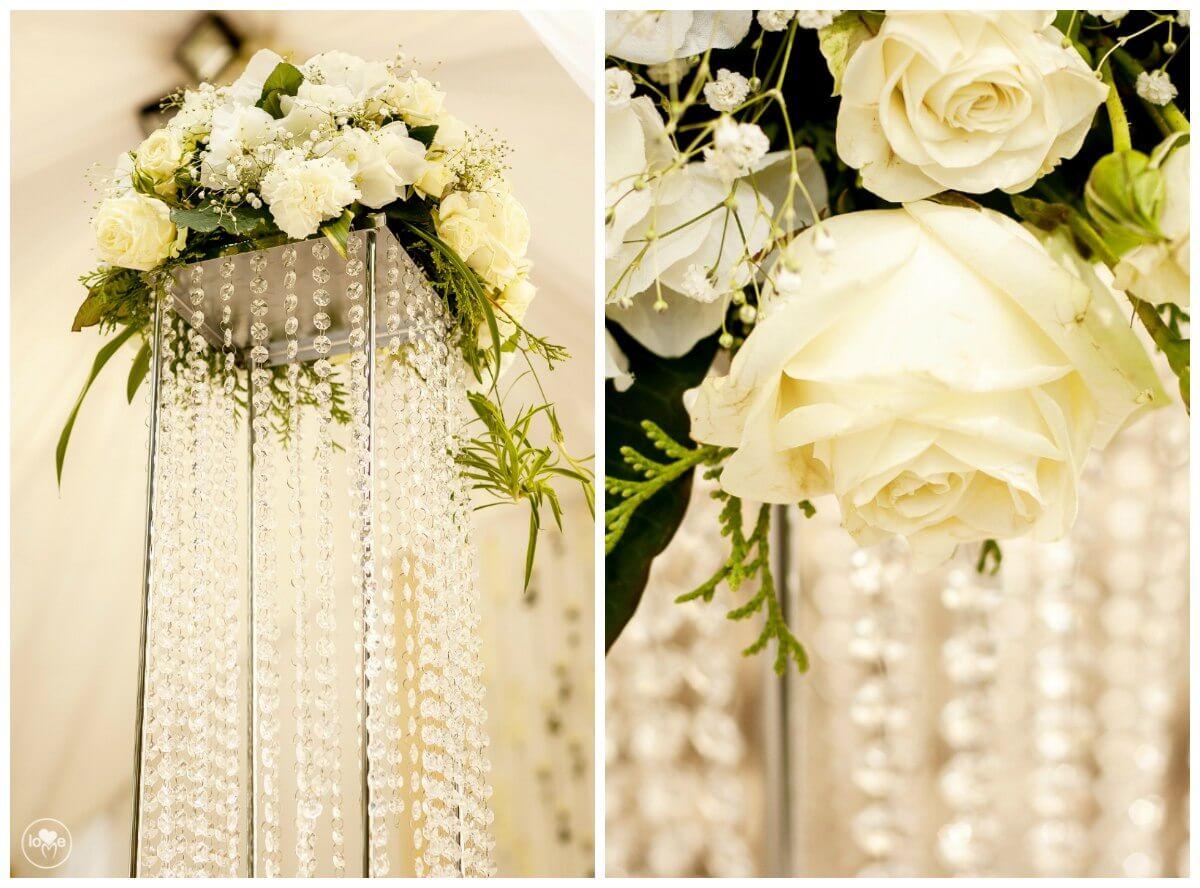 хрустальные стойки с цветами золотая свадьба выездная регистрация церемония росаись в шатре печерское предместье декор шатра банкетного зала ресторана украшение свадьбы свадебное агентство ЛавМи могилев