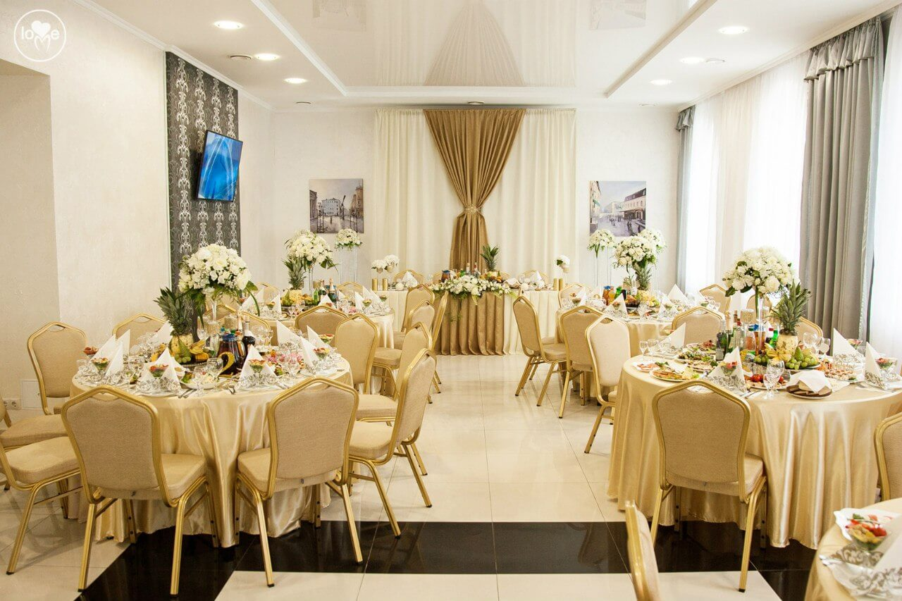 золотая свадьба выездная регистрация церемония росаись в шатре печерское предместье декор шатра банкетного зала ресторана Валебана украшение свадьбы свадебное агентство ЛавМи могилев