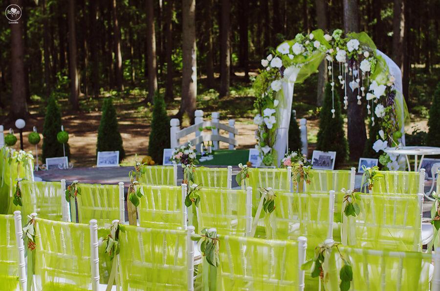 итальянская зеленая салатовая свадьба выездная регистрация церемония роспись в шатре у куркуля могилев свадебное агентство ЛавМи декор украшение шатра организация